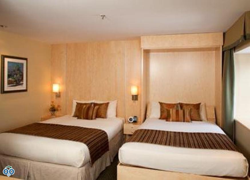 Chambre deluxe avec 2 lits queen + lit escamotable, Hôtel du Vieux-Québec