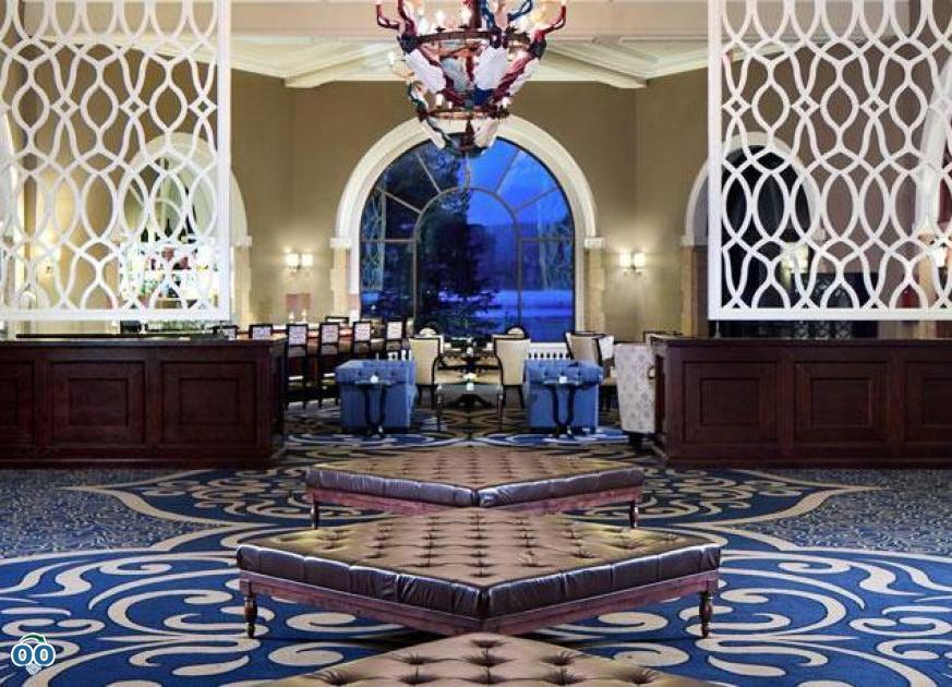 Lakeview lounge foyer, Fairmont Chateau Lake Louise