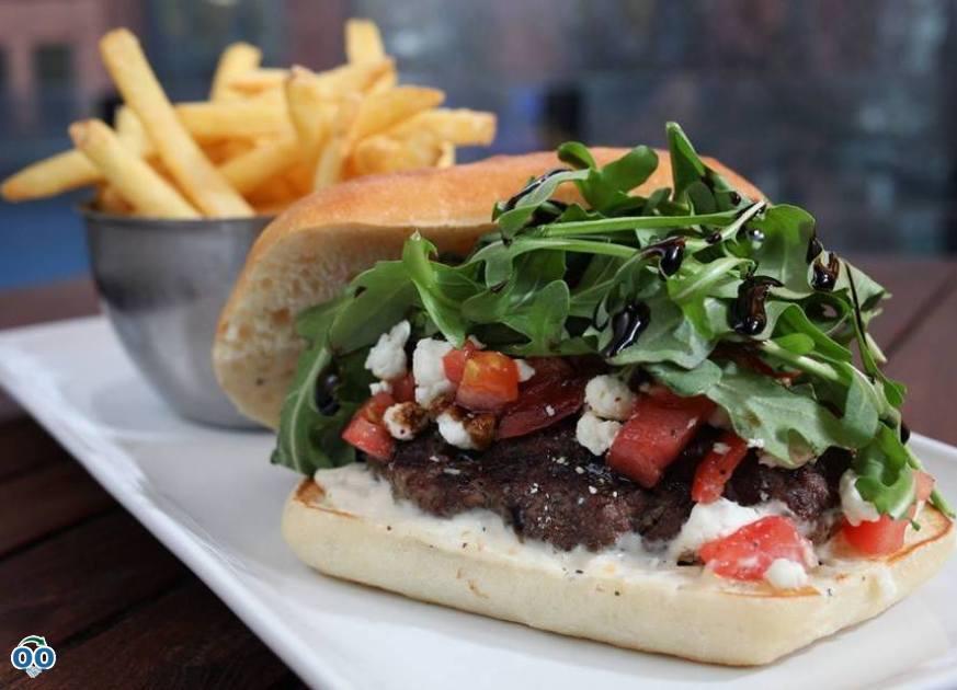 Le hamburger d'emploi italien