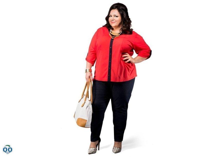 Pants in dark denim blouse knitted sleeves to three-quarters handbag