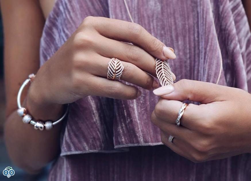 PANDORA Rose jewellery pieces