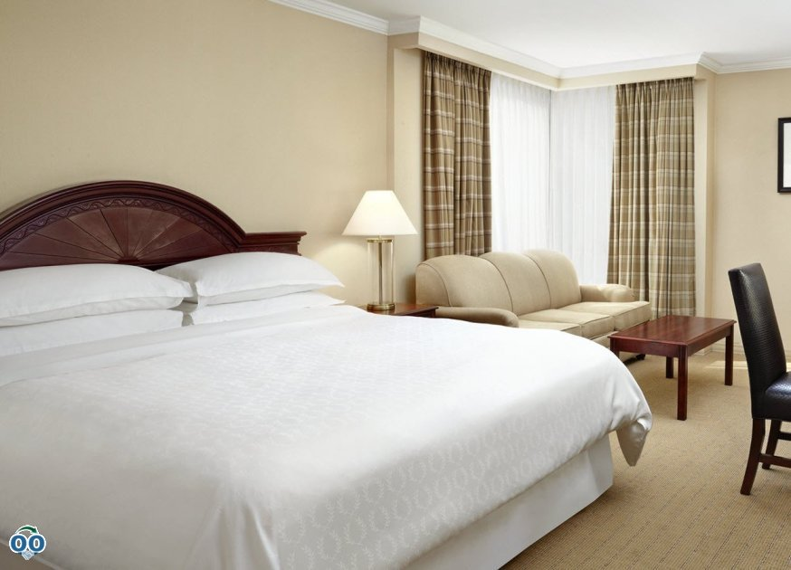 King guest room, Sheraton Parkway Toronto
