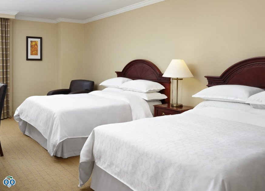 Traditional-Queen double guest room, Sheraton Parkway Toronto
