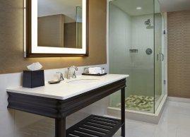 Salle de bain spacieuse, Sheraton Parkway Toronto