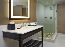 Spacious bathroom, Sheraton Parkway Toronto