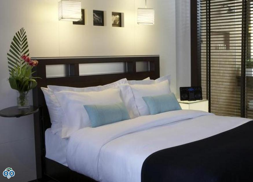 Queen bed, Le Germain Hotel