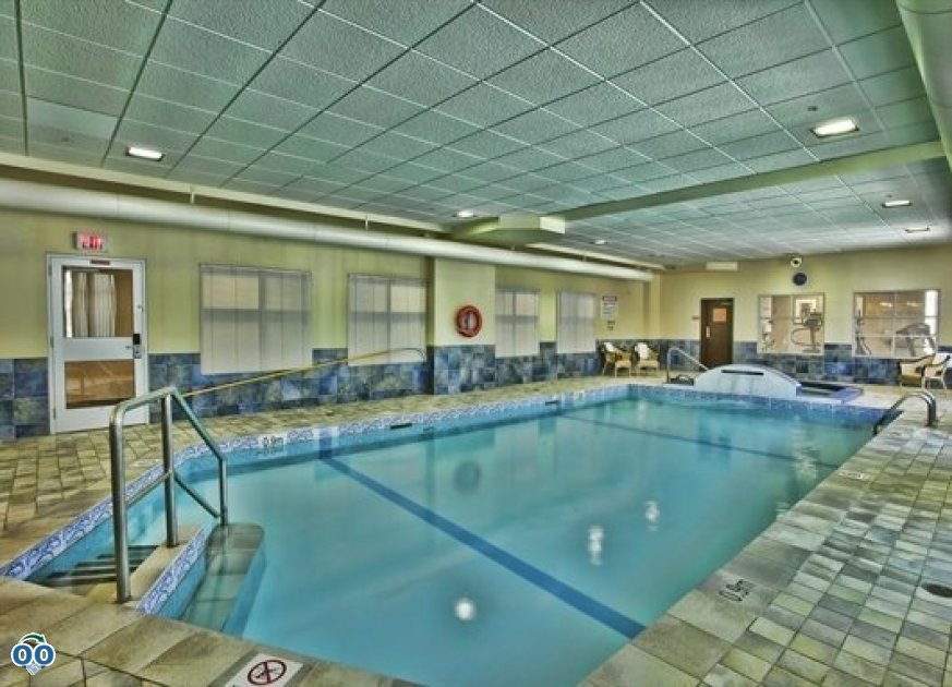 Swimming pool, Humphry Inn & Suites