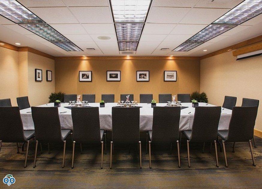 Boardroom, Inn at the Forks Hotel