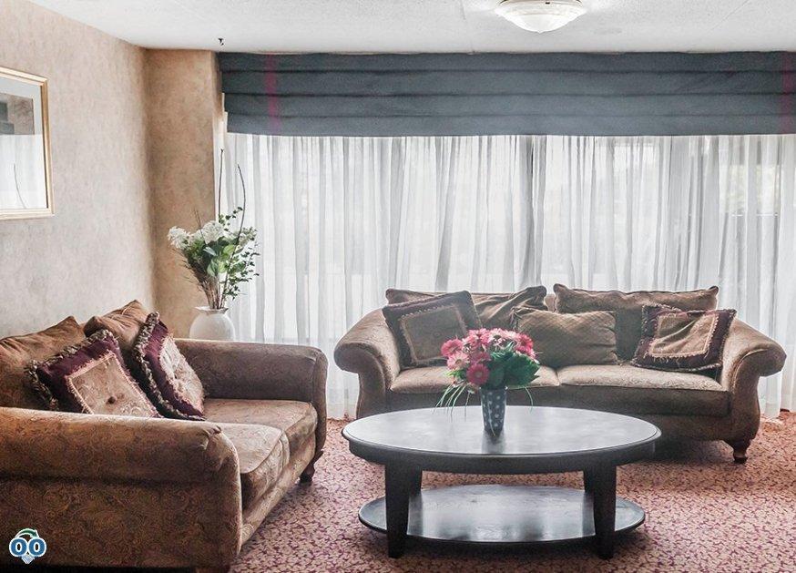 Luxury furniture, Mississauga Inn & Suites