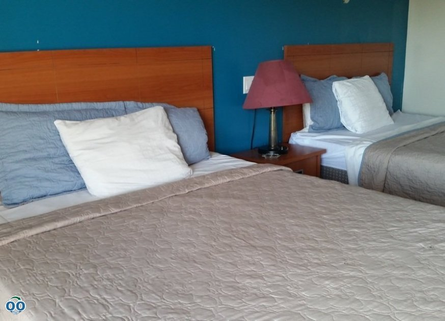 Double beds, Avenue Motel Mississauga