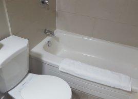 Bathroom, Avenue Motel Mississauga
