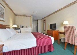 Queen bedroom, Marigold Hotel Brampton