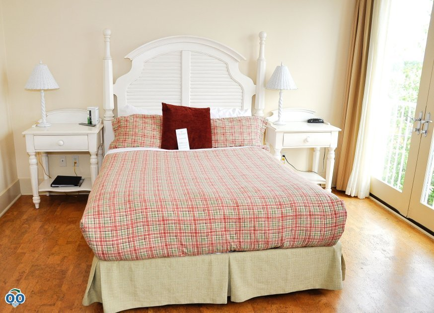 These spacious guestroom feature, private bathrooms, cork flooring and more