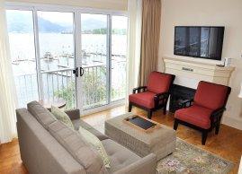 Guestroom suite, Hotel Eldorado Kelowna