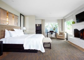 Two spacious bedrooms each with a King-size bed, Manoir Hovey