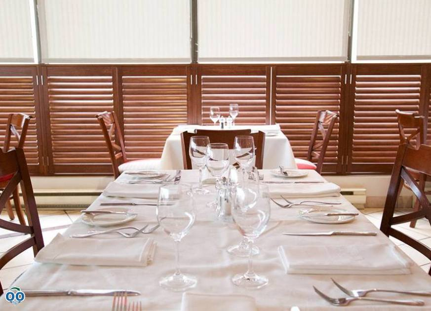Whether it's for a corporate lunch or a romantic night out, Vino Rosso