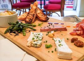 Charcuteries, cheeses and veggies. Easy to share as the week-end begins