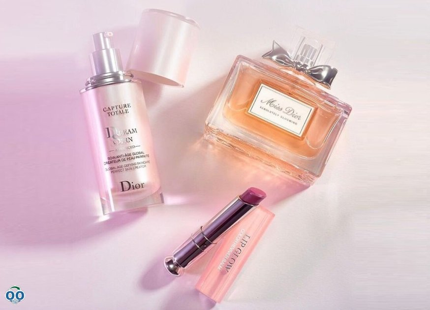 Miss Dior absolutely blooming and seal it with a sweet glow